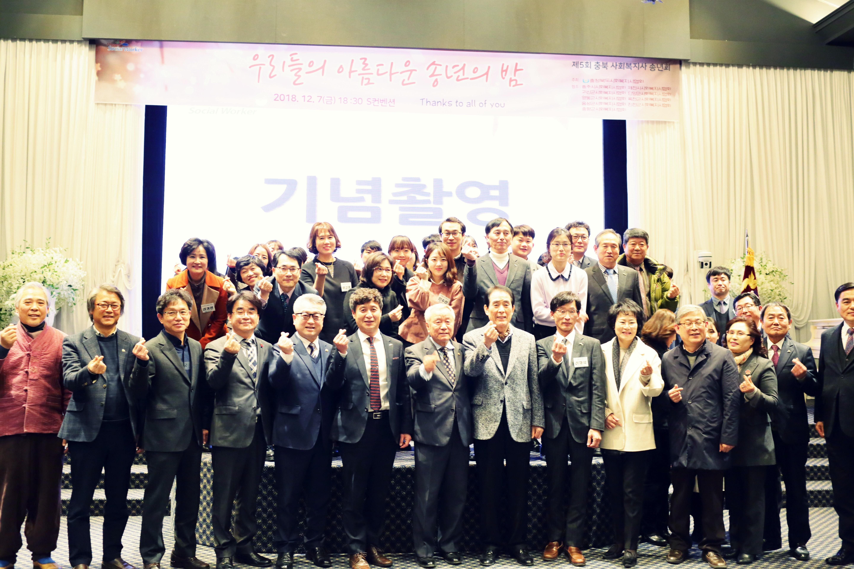 수상자및내외빈 단체사진.JPG